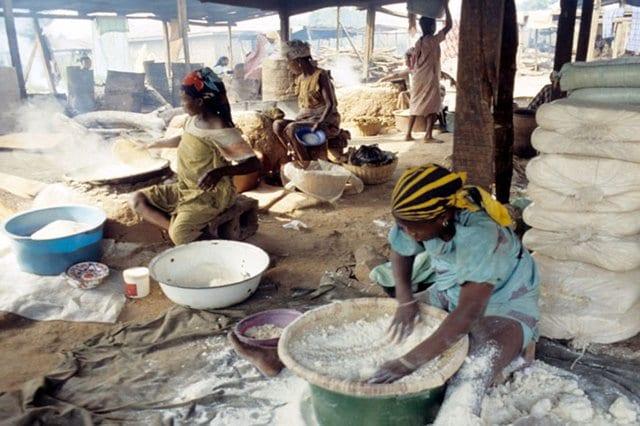 women-processing-cassava-into-garri